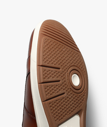 Durable sole with Flexsole Technology for straight out-of-the-box comfort.