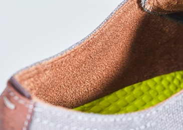 Breathable, moisture-wicking Suedetec lining helps keep feet cool and dry.